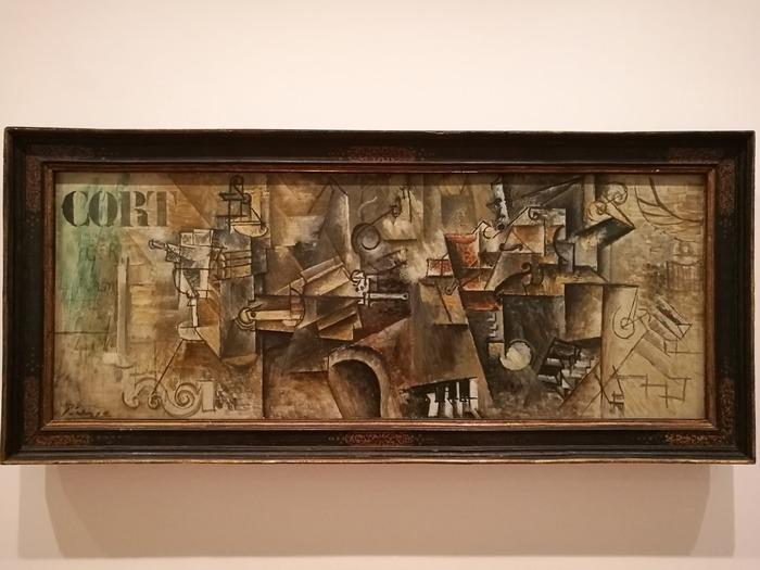 Mostra Pablo Picasso X Thomas Scheibitz al Berggruen Museum : Bottiglia, bicchiere di assenzio, ventaglio, pipa, violino, clarinetto su un piano
